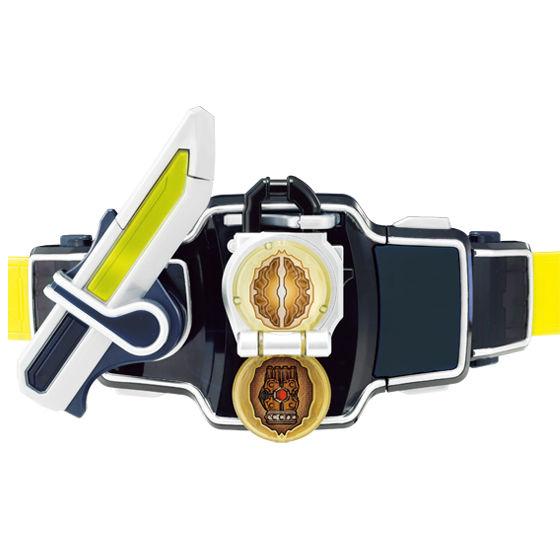 DX戦極ドライバーでクルミロックシードを斬って変身! ※画像はイメージです ※本商品のセット品以外は全て別売りです