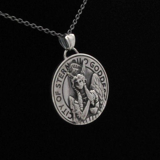 劇場版 TIGER & BUNNY -The Rising- シュテルンビルト 女神像 silver925コインネックレス