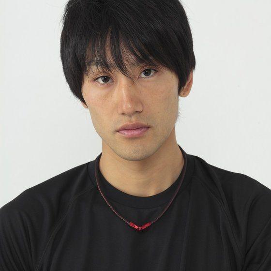 【仮面ライダークウガ】RAKUWAネックX50 Vタイプ 仮面ライダーシリーズモデル【phiten(ファイテン)】
